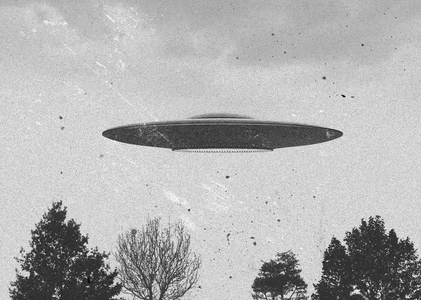 Flying Saucers In The Sky